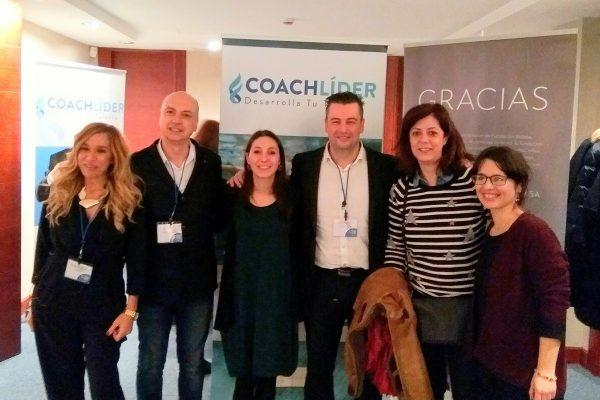 Foto de nuestra compañera y organizadores de foro Coach lider